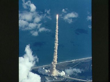 STS-34 Atlantis, Orbiter Vehicle (OV) 104, lifts off from KSC LC Pad 39B