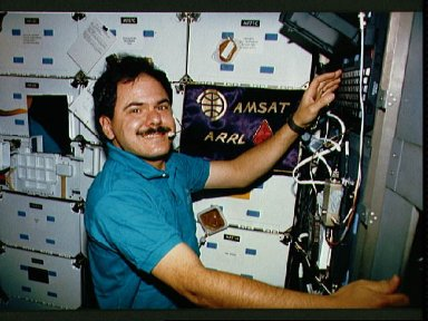 STS-35 Payload Specialist Parise sets up SAREX on OV-102's middeck