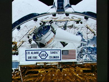 STS-39 AFP-675 CIRRIS-1A in OV-103's payload bay (PLB)