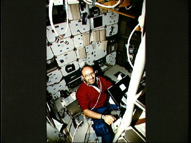 STS-46 Italian Payload Specialist Malerba uses laptop PGSC on OV-104 middeck