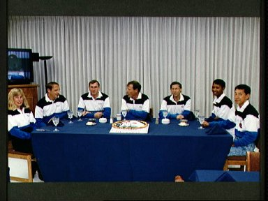 STS-47 Endeavour, OV-105, crew eats preflight breakfast at KSC O and C Bldg