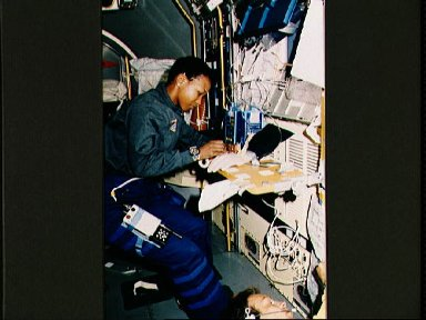 STS-47 MS Jemison works with FTS equipment in SLJ module aboard OV-105