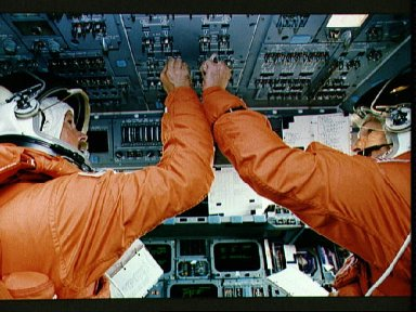 STS-47 Commander Gibson and Pilot Brown on OV-105's flight deck for descent