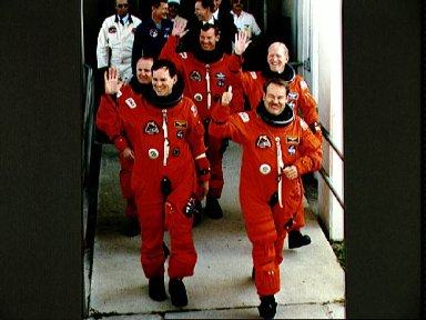 STS-48 crew leaves KSC O and C Bldg for launch pad during preflight activities