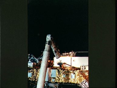 STS-48 Upper Atmosphere Research Satellite (UARS) is released by OV-103's RMS