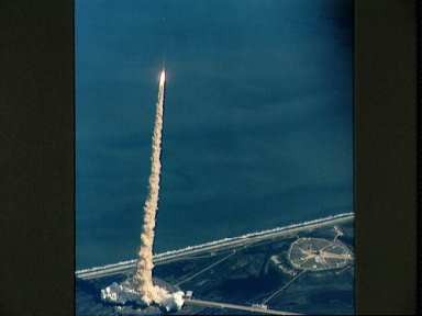 STS-52 Columbia, OV-102, rises above KSC LC Pad 39B after liftoff