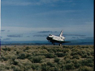 STS-53 Discovery, Orbiter Vehicle (OV) 103, lands on runway 22 at EAFB, Calif