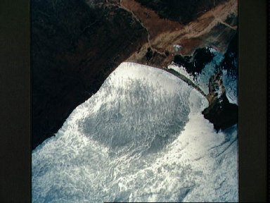 STS-56 Earth observation of a sun-glinted ocean along the coast of Somalia