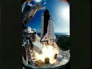 STS-57 Endeavour, Orbiter Vehicle (OV) 105, lifts off from KSC LC Pad 39B