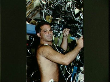 Astronaut David Wolf in medical experiment in SLS-2