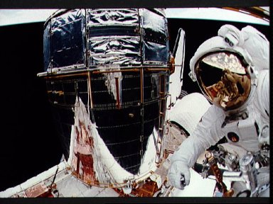Astronaut Story Musgrave in payload bay during EVA