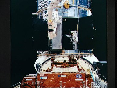 Astronauts Akers and Thornton install COSTAR during EVA for HST repair