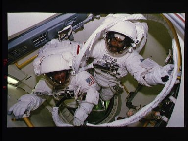 Astronauts Harris and Foale ready to egress airlock for EVA
