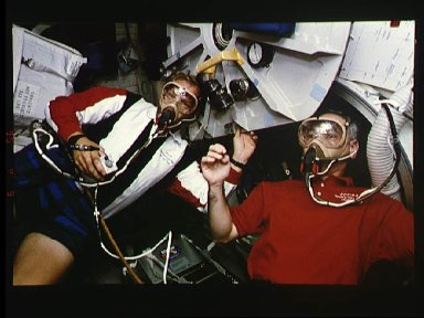 Astronauts Mark Lee and Carl Meade during pre-breathe for EVA