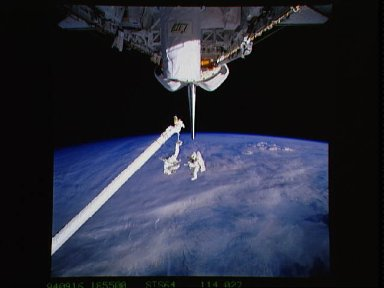 Astronauts Meade and Lee test SAFER system during EVA