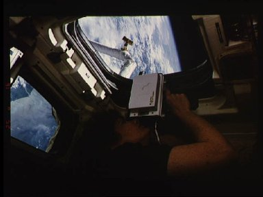 Astronaut Susan Helms uses laser instrument during SPARTAN 201 operations