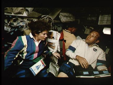 STS-64 crew share support of the SPIFEX