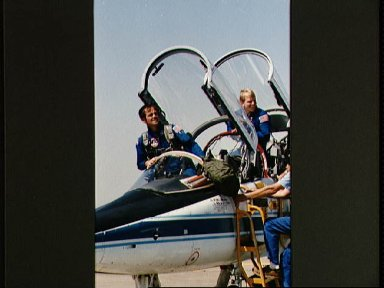 Astronauts Crippen and Nelson board T-38 for trip to KSC