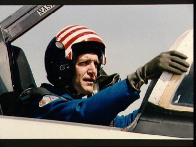 Astronaut Francis R. (Dick) Scobee boards T-38 for trip to KSC