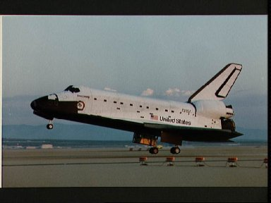 Landing of the Discovery at end of the STS 41-D mission
