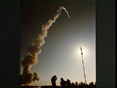 Launch view of STS 41-D mission and Shuttle Discovery