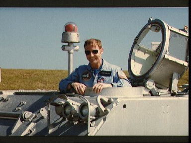 Astronaut David Walker participates in emergency training at KSC
