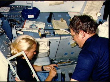Astronauts Seddon and Bobko work on extension for RMS
