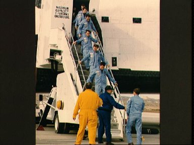 STS 61-B crewmembers egress the Shuttle Atlantis after landing at Edwards