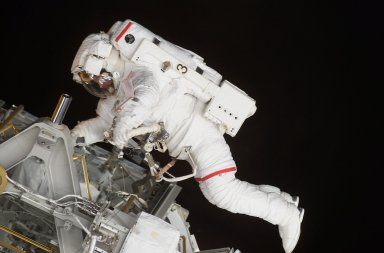 STS-113 Astronaut Lopez-Alegria Performs Second Scheduled Space Walk