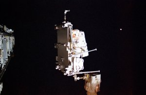 STS-113 Astronaut Herrington Moves CETA Cart in Second Scheduled Space Walk