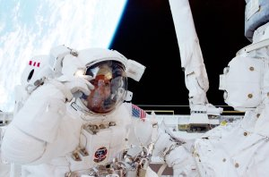 STS-102 Astronaut Paul Richards Participates in Space Walk
