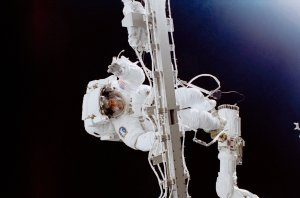 STS-102 Astronaut Susan Helms Participates in Space Walk