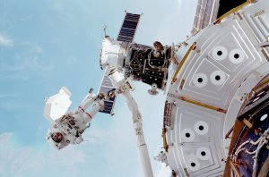 STS-102 Astronaut James Voss Participates in Space Walk