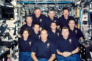 STS-110 and Expedition Four Crews Pose for Onboard Portrait
