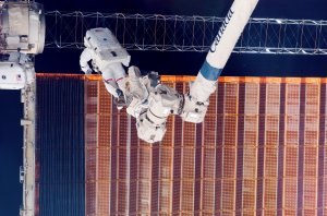 STS-116 Astronauts Curbeam and Fuglesang Perform Space Walk