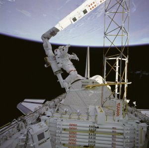STS-61B Astronaut Ross Works on Assembly Concept for Construction of Erectable Space Structure (ACCESS)