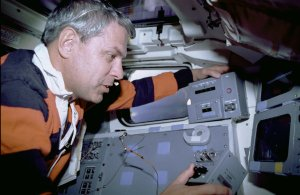 Astronaut Uses Manual Point Control During Astro-1 Mission