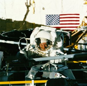 STS-49 Astronaut By Mission Peculiar Equipment Support Structure (MPESS)