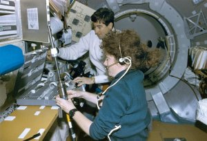 Helms and Henricks in Life and Microgravity Spacelab (LMS) Onboard STS-78