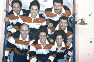 STS-96 Onboard Crew Photo