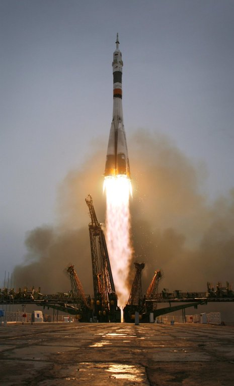 Expedition 19 Lifts Off