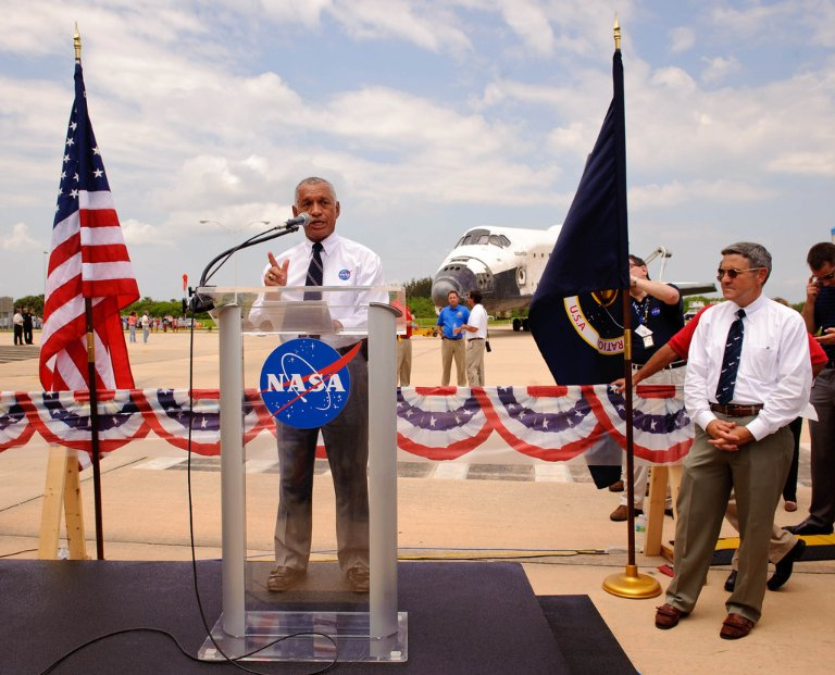 STS-135 Wheels Stop Event (201107210013HQ)
