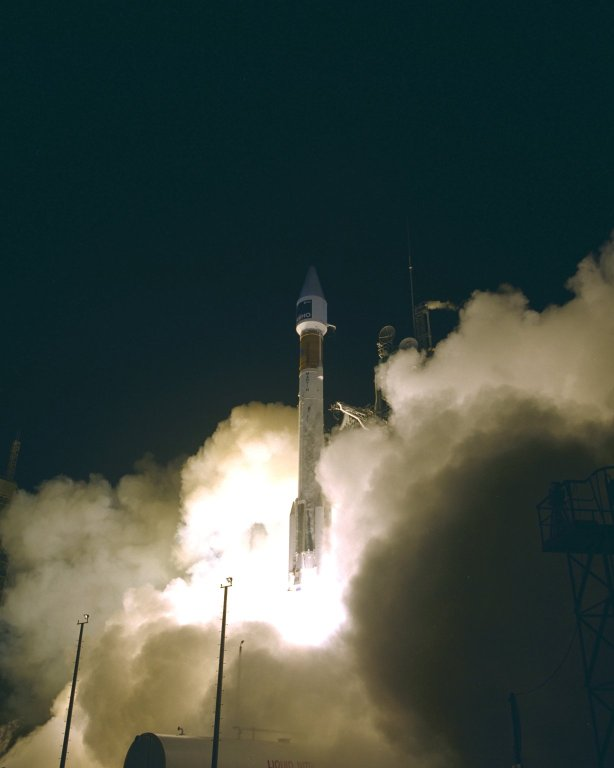 SOHO on the Atlas II-AS (AC-121), Cape Canaveral Air Station, 2 December 1995. SOHO was launched on 2 December 1995, 03:08 EST (08:08 UT).