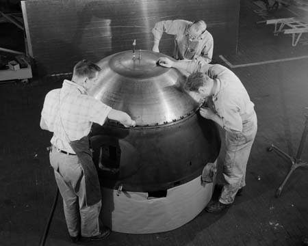 HYDROMATIC PRESSURE TESTS ON ATLAS D CAPSULE IN THE FABRICATION SHOP