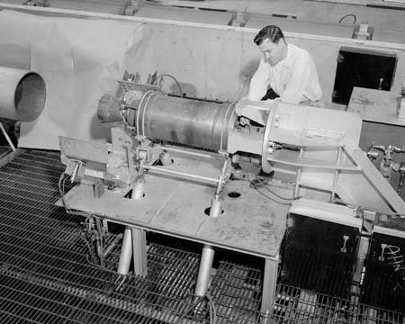 SOLID PROPELLANT ROCKET ENGINE IN THE ALTITUDE WIND TUNNEL AWT TEST SECTION