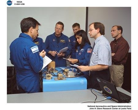 STS-107 CREW TRAINING ON SAMS-FF - SPACE ACCELERATION MEASUREMENT SYSTEM FOR FREE FLYERS