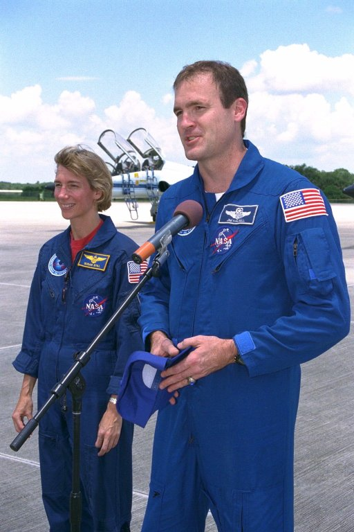 STS-94 Commander Halsell, with Pilot Still by his side, speaks with the media at SLF