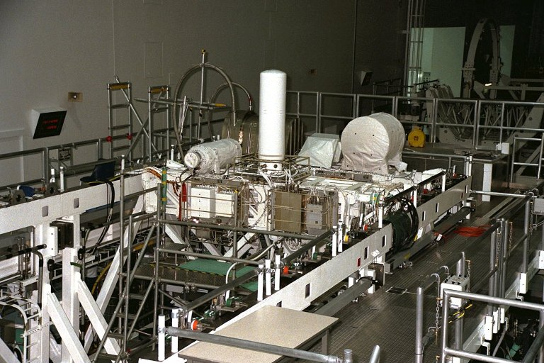 USMP-4 experiments are prepared for flight in the SSPF
