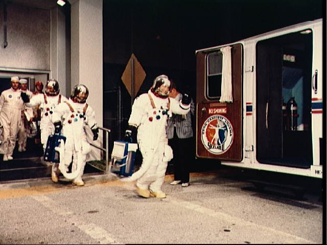 Skylab 3 crewmen leave Manned Spacecraft Operations bldg at KSC