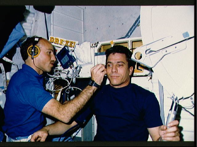STS-29 Pilot Blaha has blood flow checked by MS Bagian on OV-103's middeck